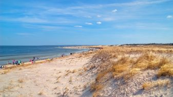 14beaches - The folks at NationalGeographic.com named Crane Beach in Ipswich, MA as one of their Top Ten U.S. Family Beaches. (David Stone/Essex Heritage)